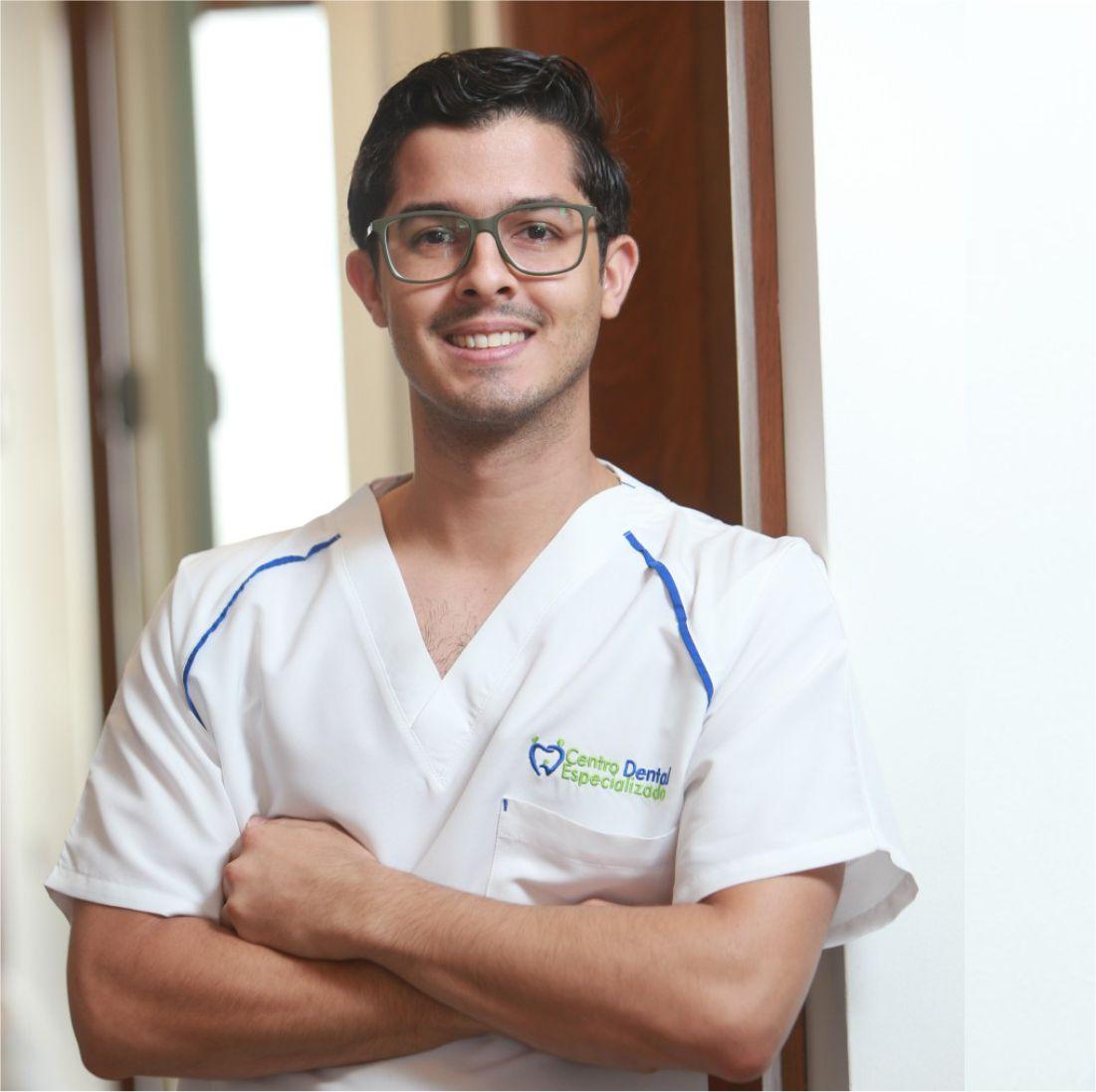 Dr. Juan Saladín